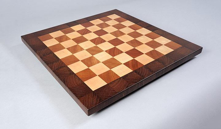 Schachbrett aus Wenge, Esche und Mahagoni